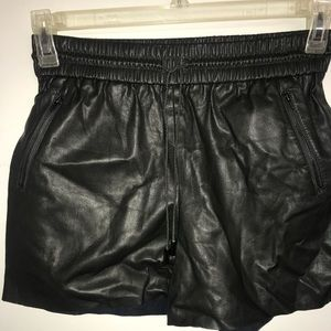 DO+BE Army green shorts
